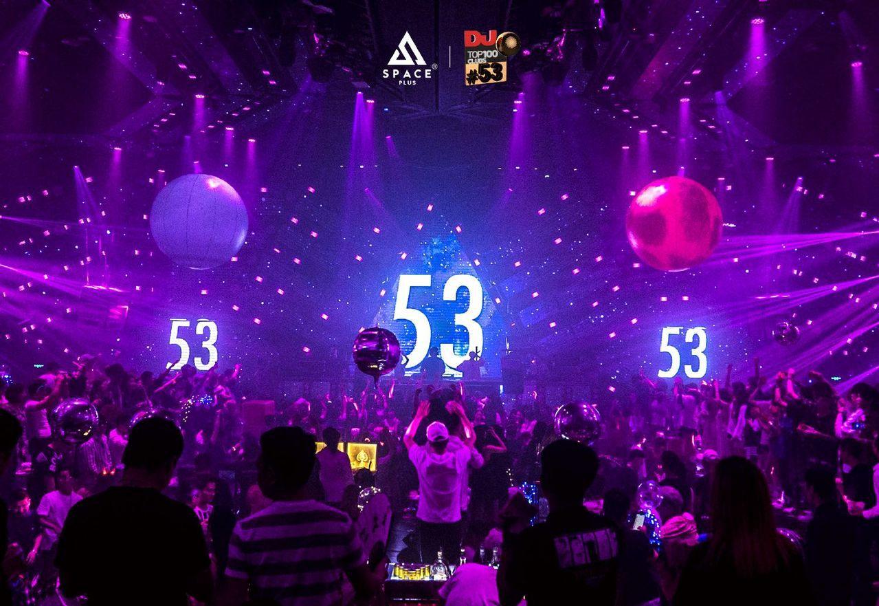 90後青年多把錢花在提升生活品質。圖為號稱中國第1的四川夜店SPACE PLUS...