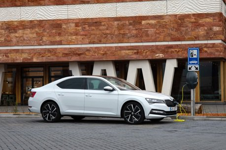 全新ŠKODA Superb iV Plug-in Hybrid英國將上市 C/P值完勝 VW Passat GTE?