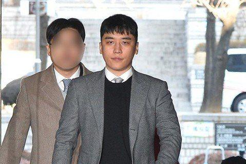 南韓偶像男團BIGBANG前成員勝利涉嫌組織色情招商、境外賭博,首爾中央地方法院昨天進行逮捕必要性審查,最後決定不批准逮捕。南韓媒體News 1報導,去年5月法院也駁回逮捕勝利的聲請,昨天法院第二次...