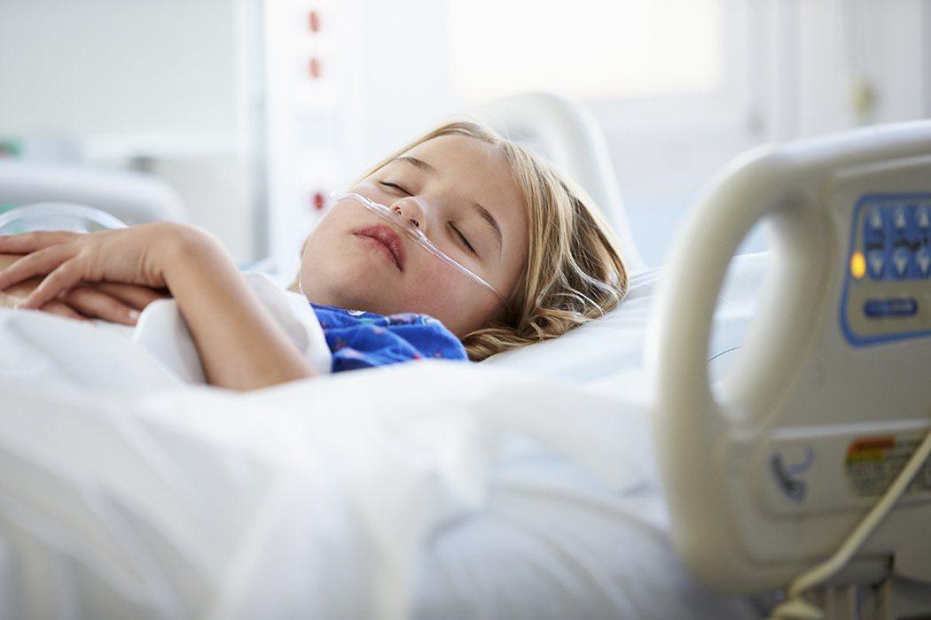 拒絕打點滴的四歲孩子,看到隔壁床病人的黃疸和注射黃色的點滴液,他把這兩樣事情連結...