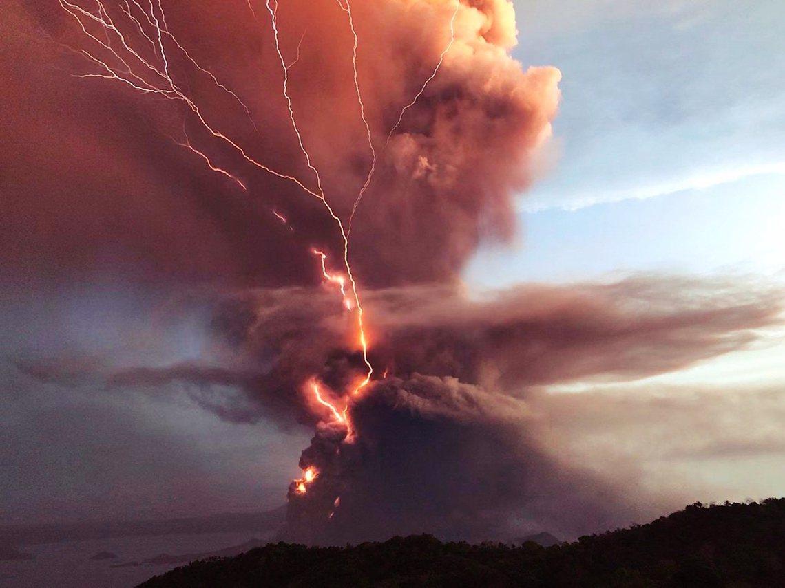 「火山隨時都可能大爆發!」鄰近菲律賓馬尼拉首都圈、同時也是觀光熱點的塔爾火山(T...