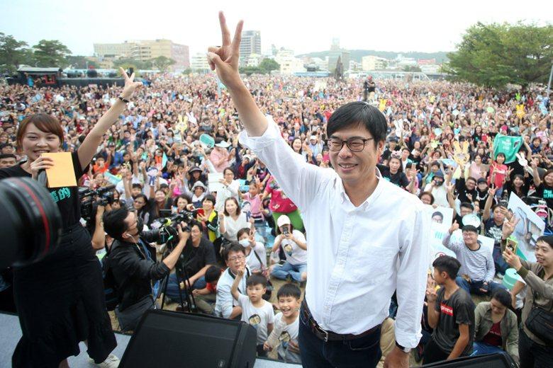 陳其邁的案例證明了,就算民進黨沒有韓國瑜那樣自帶明星氣場的政治人物,也有可能透過某種方法操作出民進黨版的「粉絲政治」。 圖/聯合報系資料照