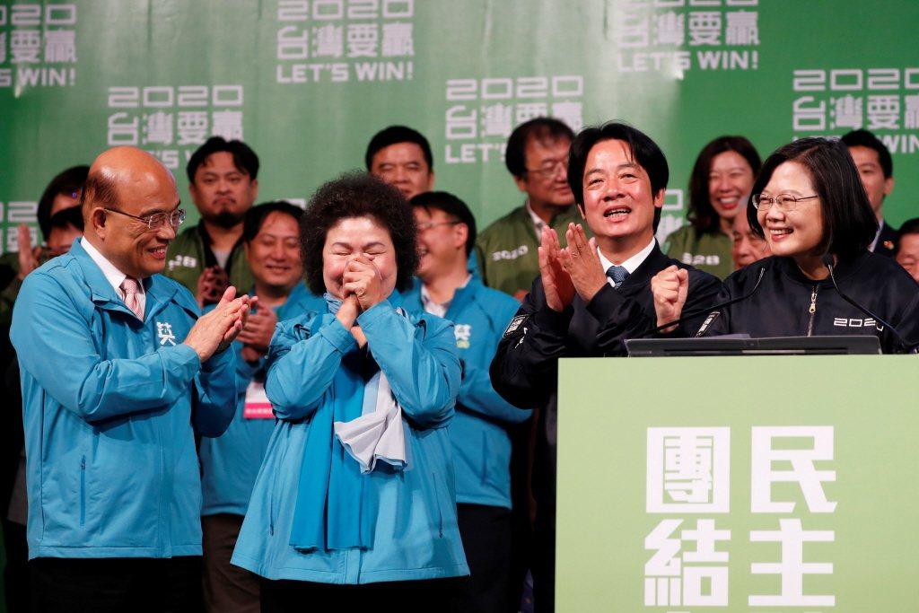 不管蘇貞昌(左一)會不會續任院長,蘇貞昌所打造的「戰鬥內閣」風格必須傳承下去。 圖/路透社