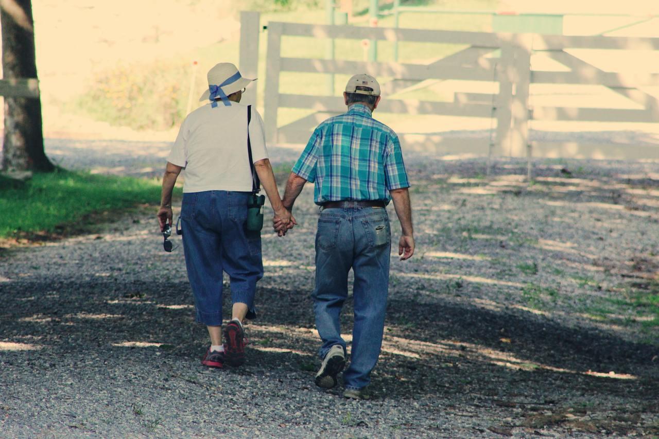 聊以前的故事,讓老人家安心,把家的感覺找回來。心之所安,就是家。 圖/pexel...