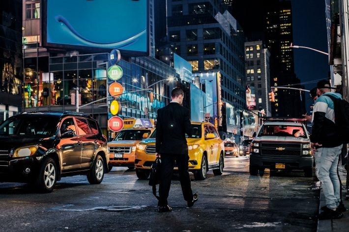 現代交通運輸服務琳瑯滿目。 圖/Marcelo Cidrack on Unspl...