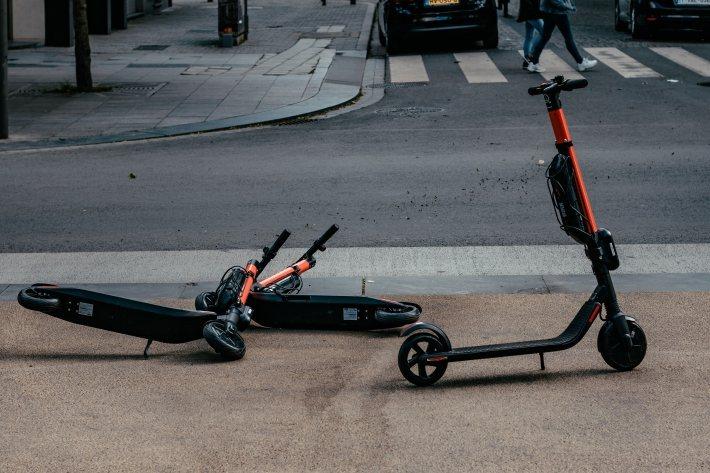 無樁滑板車常常衍伸停車問題。 圖/Ernest Ojeh on Unsplash