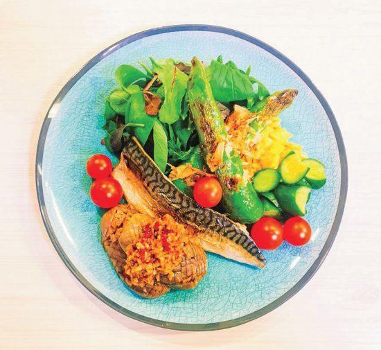 早餐以鯖魚搭配各式醬菜食用。圖/日刊Spa!