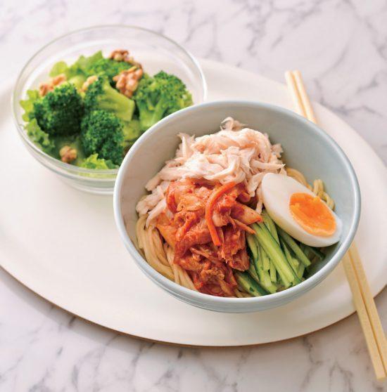 晚餐以無澱粉麵製作韓式辣麵。圖/日刊Spa!