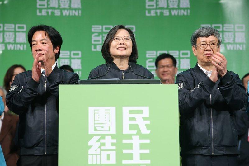 作為政治表演,韓蔡兩人選擇了截然相反的語言策略。 圖/聯合報系資料照