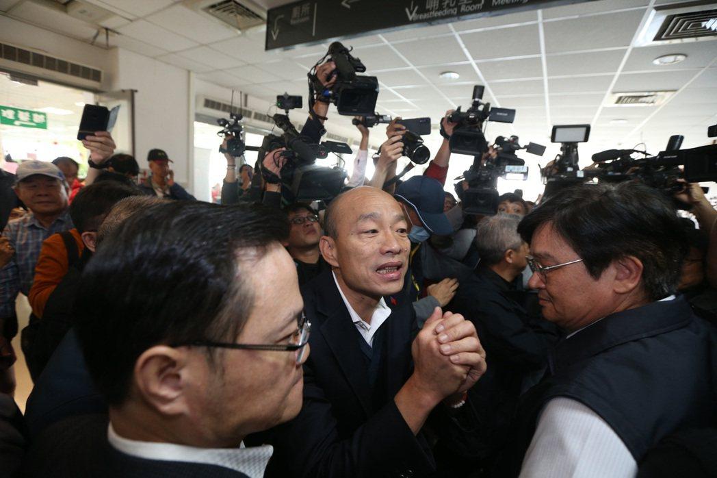 韓國瑜說,希望國人緊密團結、心手相連,暴風雨在前面等著我們,領導人要帶領大家趨吉...