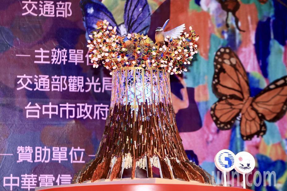 2020台灣燈會主燈和小提燈今天首度曝光。主燈「森生守護-光之樹」結合在地元素,並串聯花博特色。記者林伯東/攝影