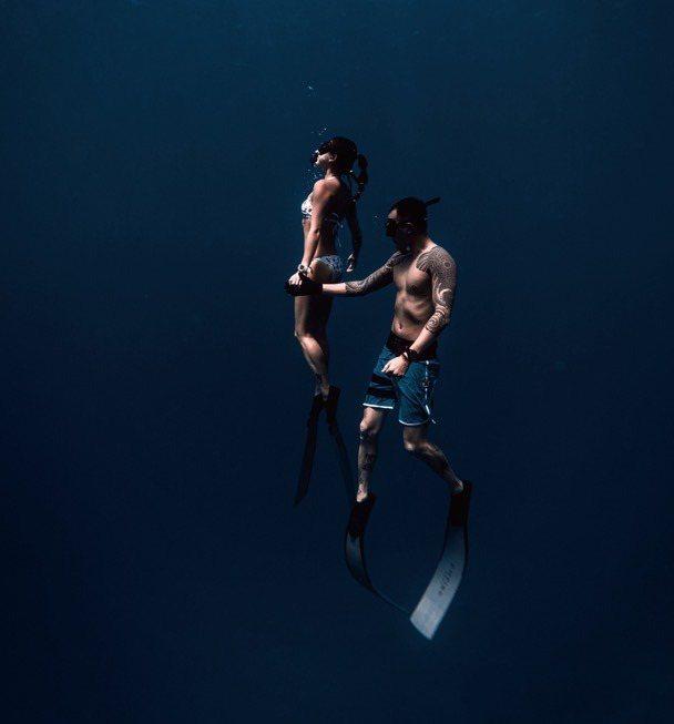 王陽明與老婆蔡詩芸都熱愛戶外運動,特別喜歡潛水,近距離接觸海洋生物。圖/經紀人D...