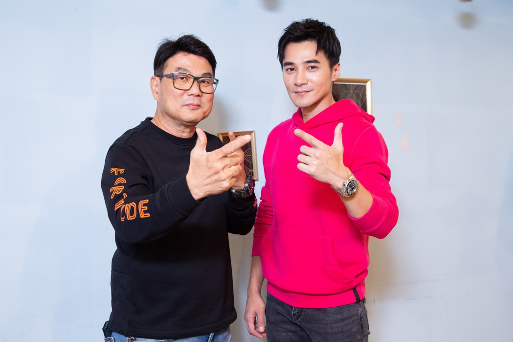 梁志強(左)與是元介今年春節有賀歲片在台上映。記者季相儒/攝影