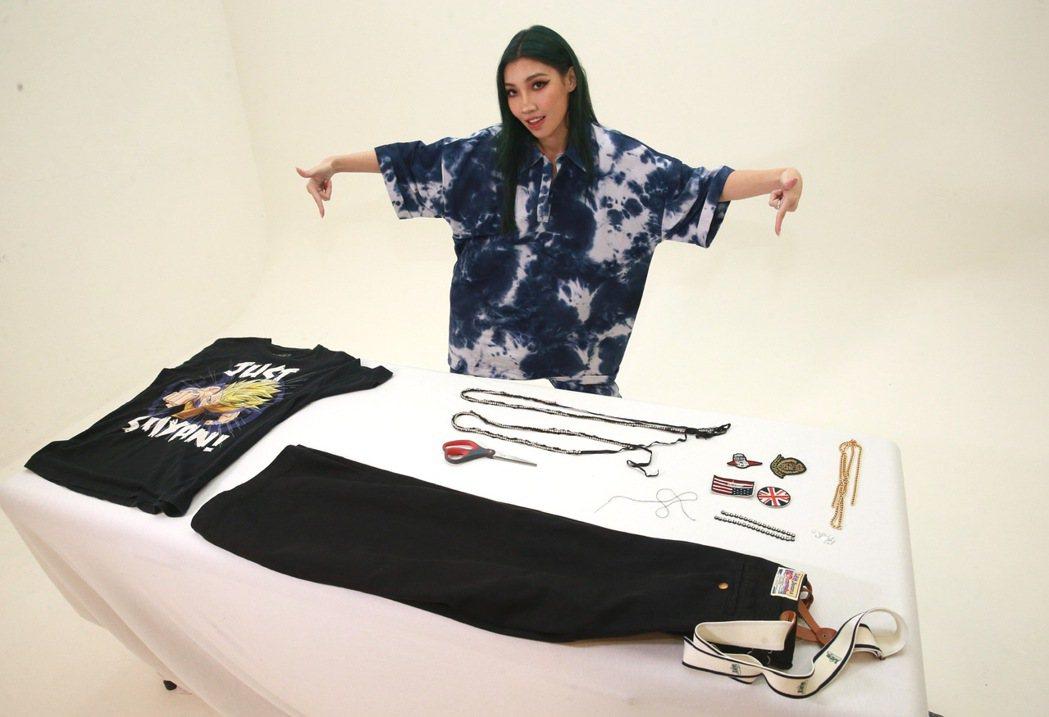 Karencici分享舊衣改造撇步,街頭奢華嘻哈風輕鬆上手。記者黃義書/攝影