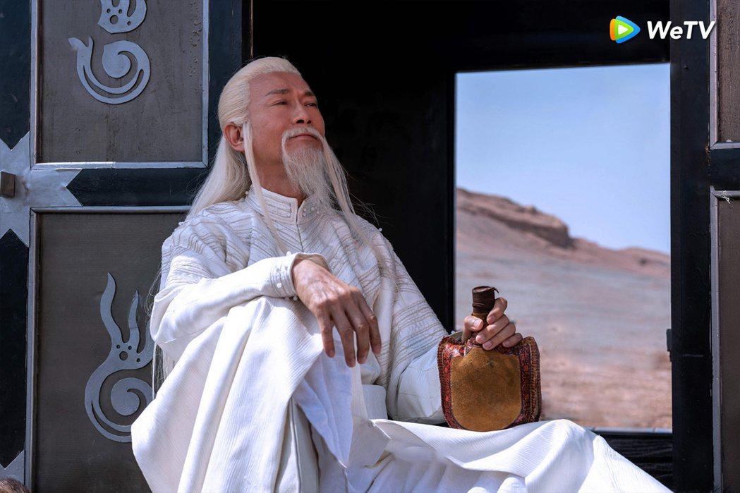鄭少秋詮釋夫子仙風道骨竟是吃貨。圖/WeTV提供