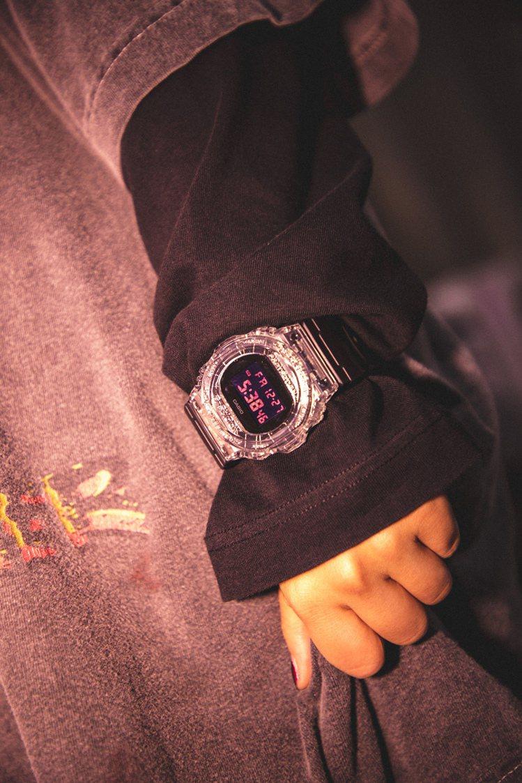 睽違6年,G-Shock攜手CLOT再次合作,打造全透明話題限量表款。圖/Cas...