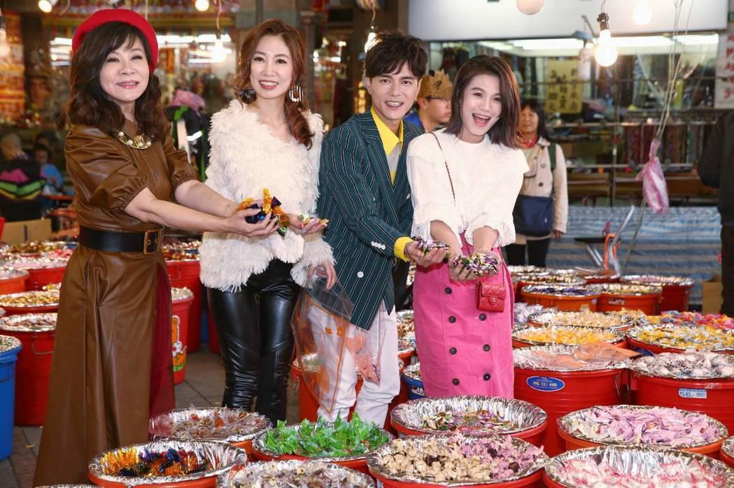 龍千玉(左起)、向蕙玲、鄔兆邦、朱海君近來各自推出新專輯。記者曾原信/攝影