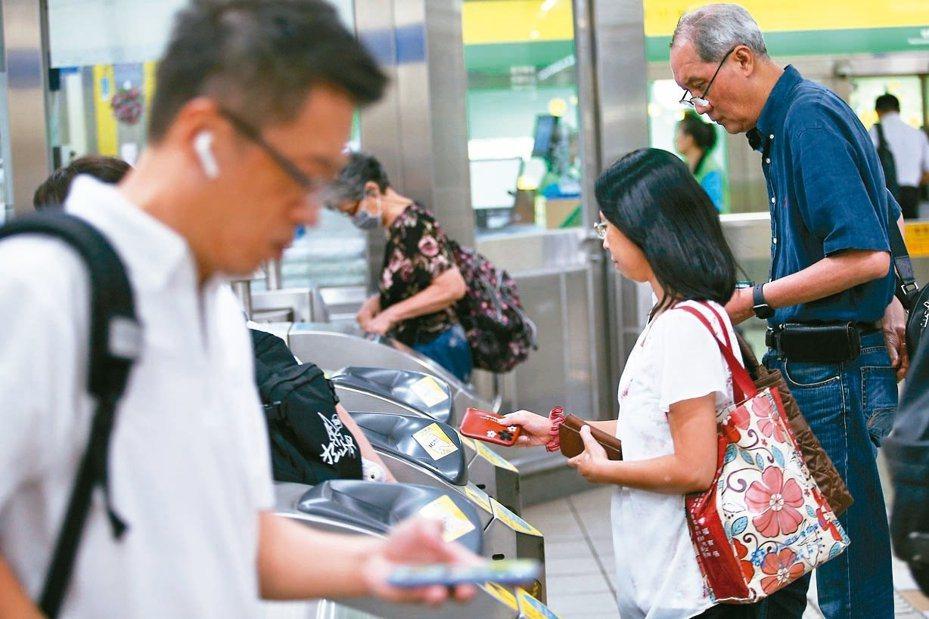 北捷公司將現有電子票證八折優惠,改採「忠誠方案」分級回饋。  圖/聯合報系資料照片