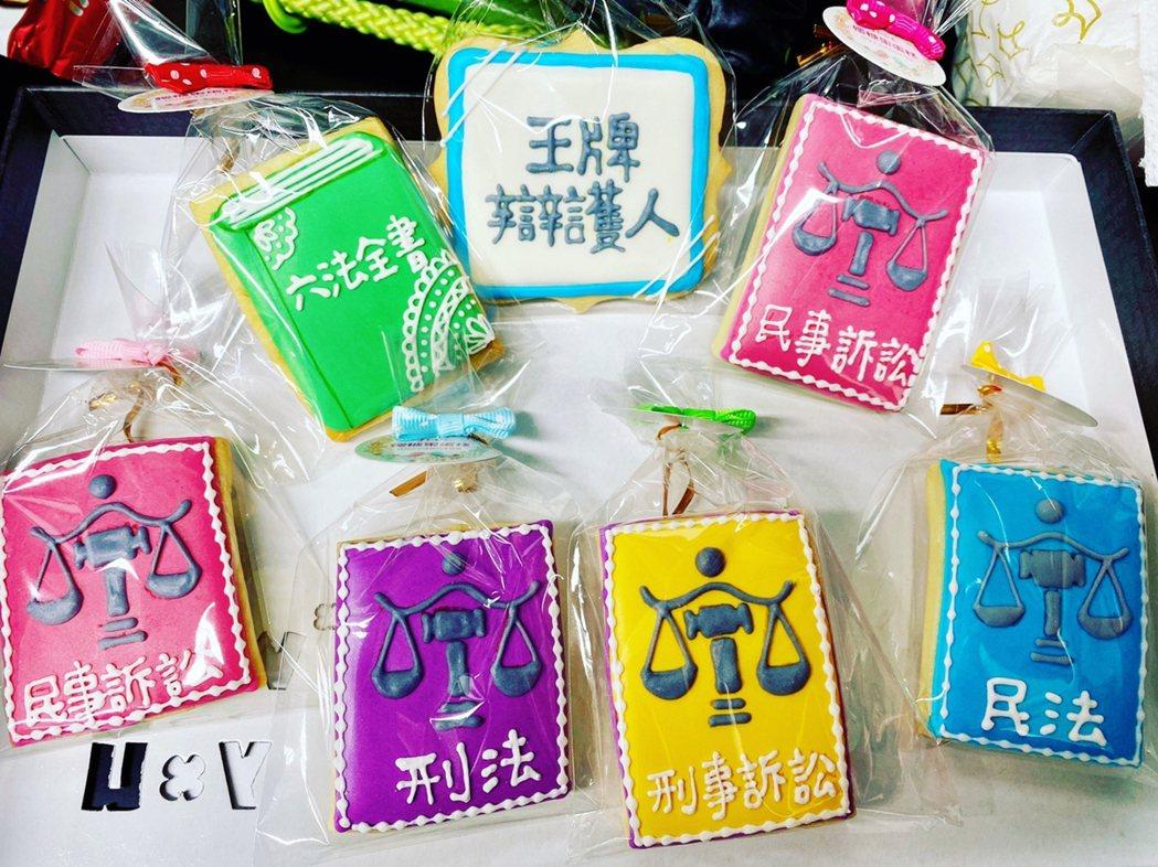 胡宇威收到粉絲特製餅乾。圖/寶麗來提供