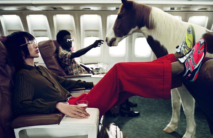馬在廣告中的設定,遊走於寵物、家庭成員甚至是朋友等多重身分,沒有定論就是Gucc...