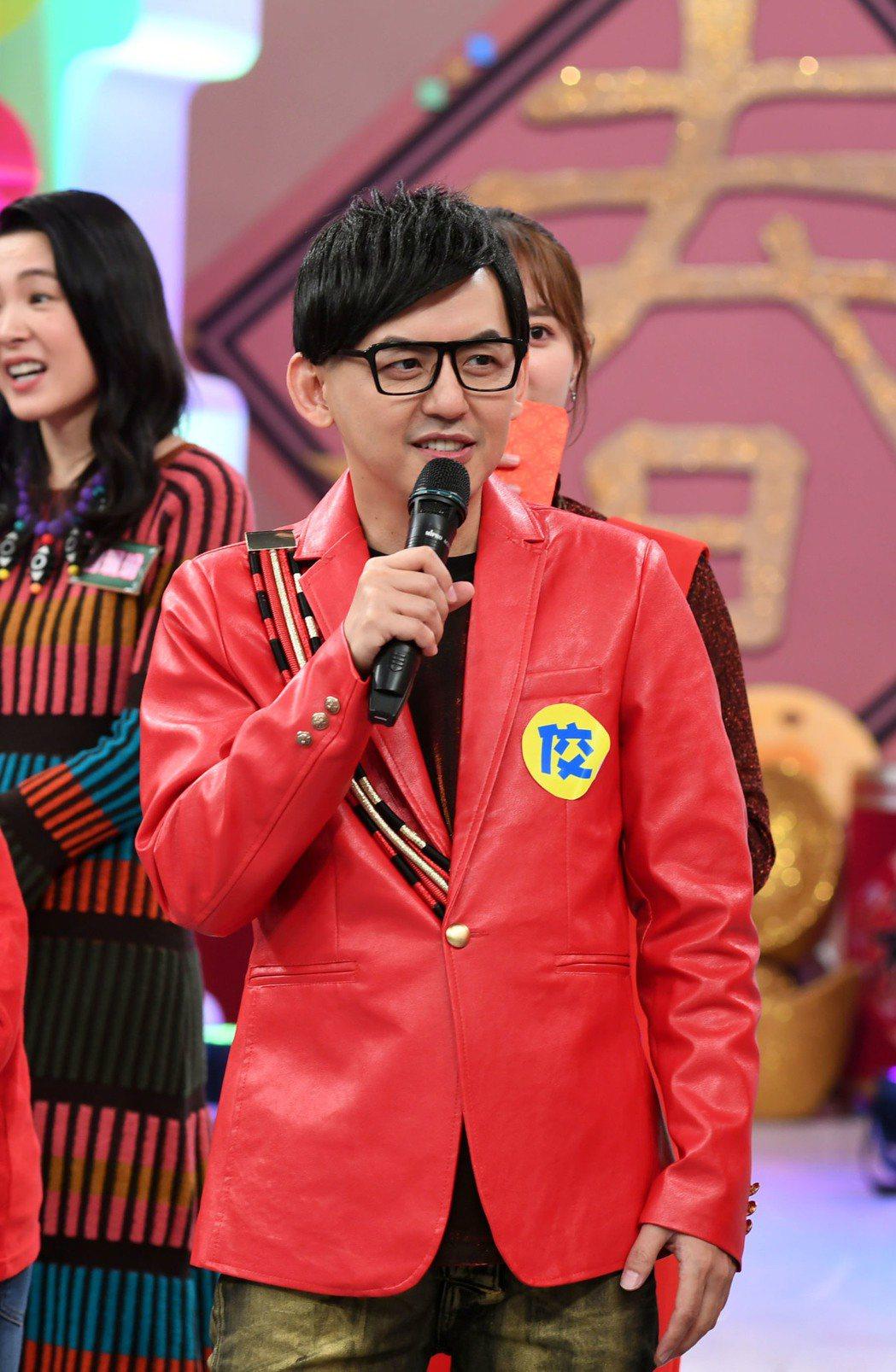 黃子佼今錄華視「超級同學會」除夕特別節目。圖/華視提供