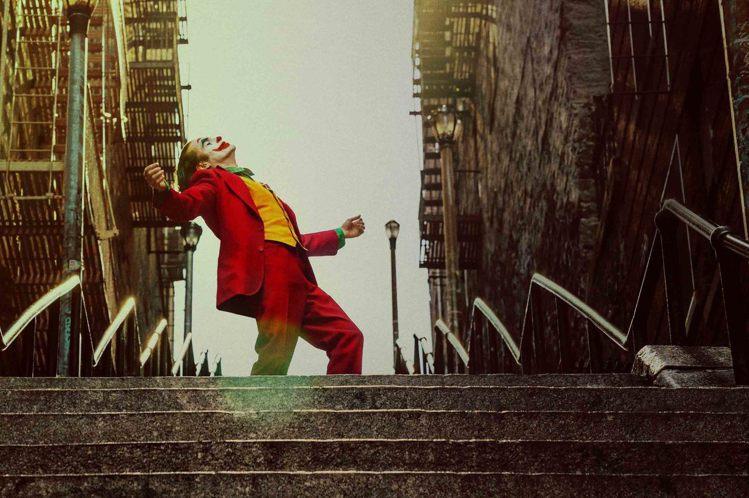 第92屆奧斯卡金像獎公布入圍名單,頒獎典禮將於台灣時間2月10日舉行,以下為主要獎項入圍名單:●最佳影片「賽道狂人」(Ford v Ferrari)「愛爾蘭人」(The Irishman)「兔嘲男孩...