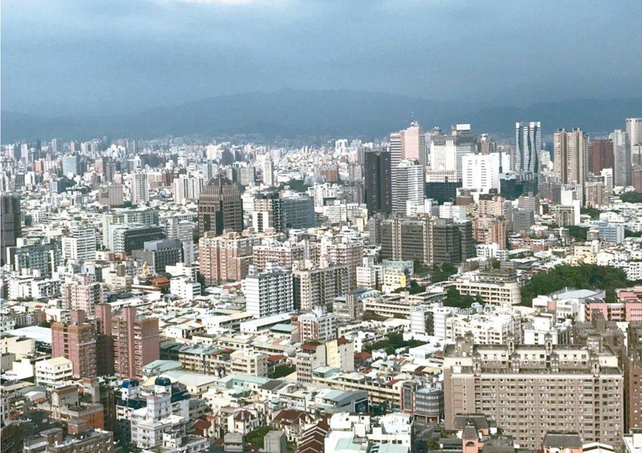 據聯徵中心的統計資料顯示,台北市一整年至少有718個房貸一族,購買比自己年齡還高的老公寓產品,且平均核貸成數為74.26%,貸款條件也不比其他產品差。 圖/聯合報系資料照片
