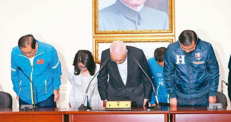 國民黨選前內部估票時,認為韓國瑜可以大贏37萬票,沒想到落敗收場。圖為選後國民黨主席吳敦義宣布請辭。 圖/聯合報系資料照片