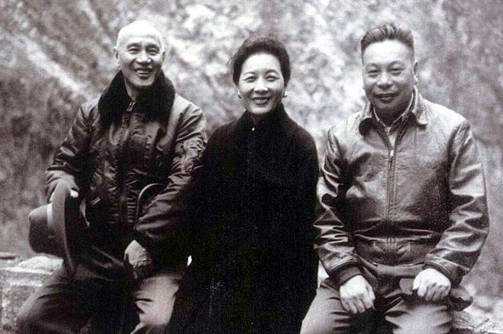 蔣中正(左起)、宋美齡和蔣經國。圖/翻攝自蔣中正先生年譜長編