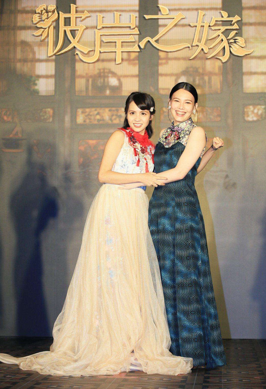 華語原創影集「彼岸之嫁」主要演員黃姵嘉(中)與紀培慧。記者潘俊宏/攝影