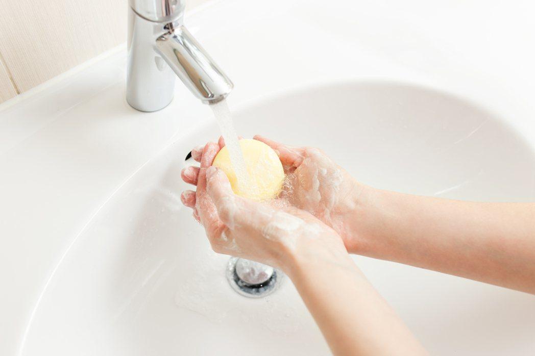 最便宜的疾病預防方式「洗手」,能夠大幅降低多項傳染疾病風險,想要安全渡過流感季,...