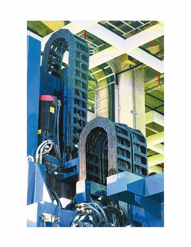 欣軍游動護管結合外觀美感、游動的平整與順暢度、重量承載安全性及優化管內傳輸線排列...