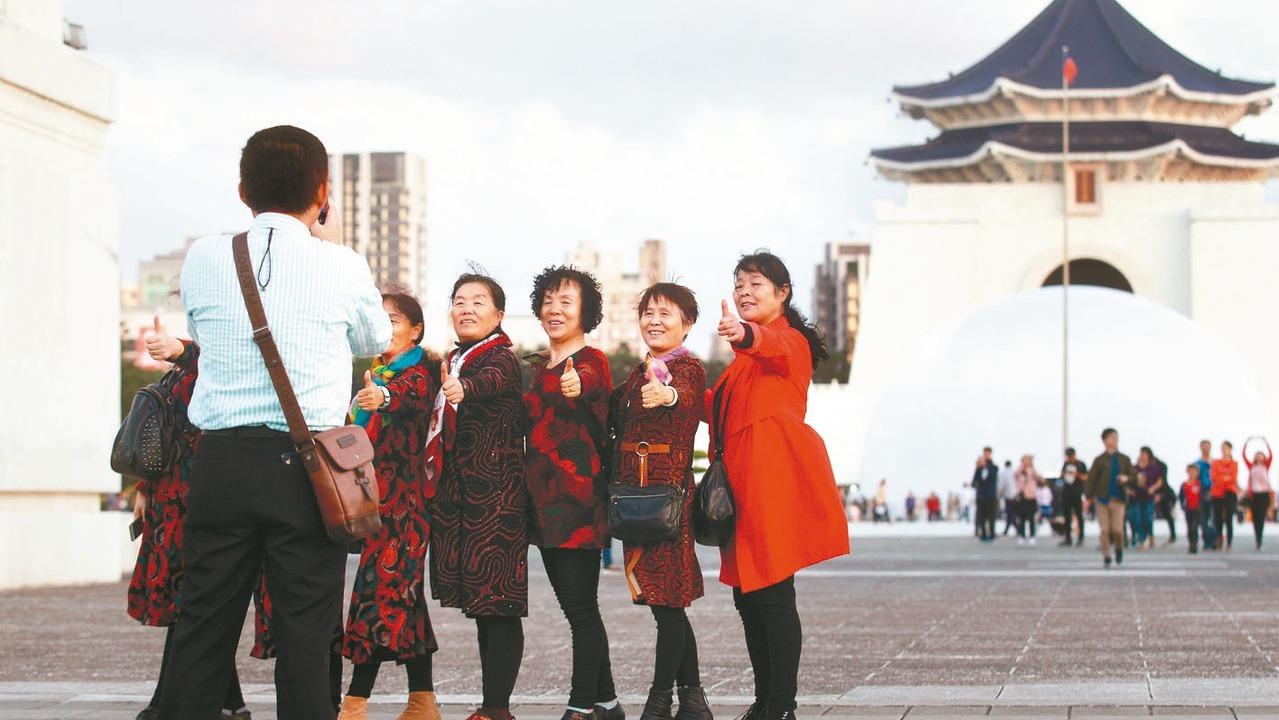 2019年8月起,中國開始緊縮陸客來台自由行的限制。 報系資料照
