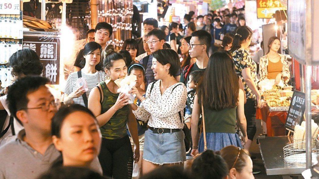 業界分析,近年政府大力補助、推廣國旅,但「出國比在台灣玩更便宜」恐怕已經是不爭的...