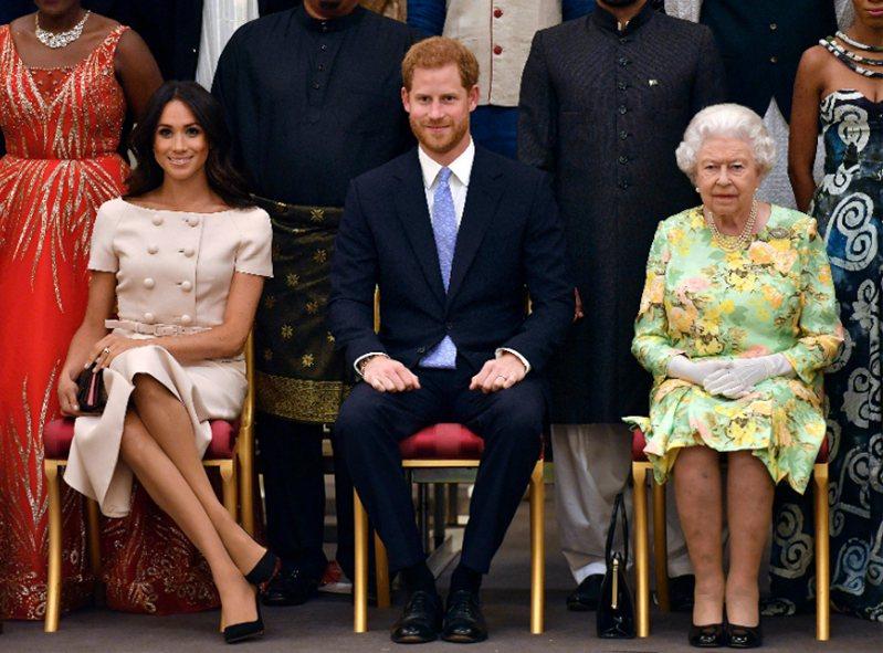 英女王13日同意哈利梅根一半時間在加拿大居住。 (美聯社)