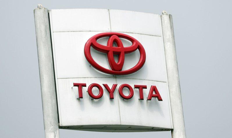 日本豐田汽車表示,由於電控系統瑕疵,導致安全氣囊在發生車禍時不會充氣,將在全球召回340萬輛汽車。 歐新社