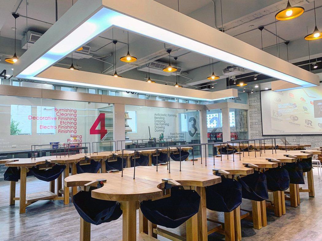 龍華科大斥資近千萬元,將文創系各專業教室及公共場域重新設計。龍華科大/提供
