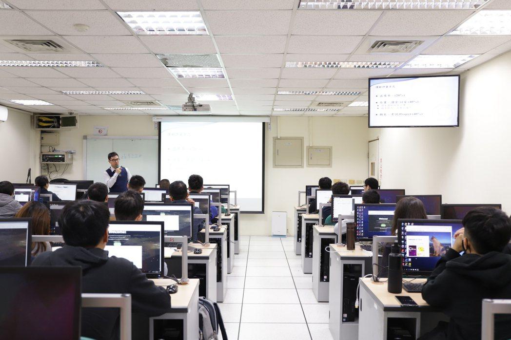 為提供學子們需求,台大資訓班加碼再加開班次。台大資訓班/提供