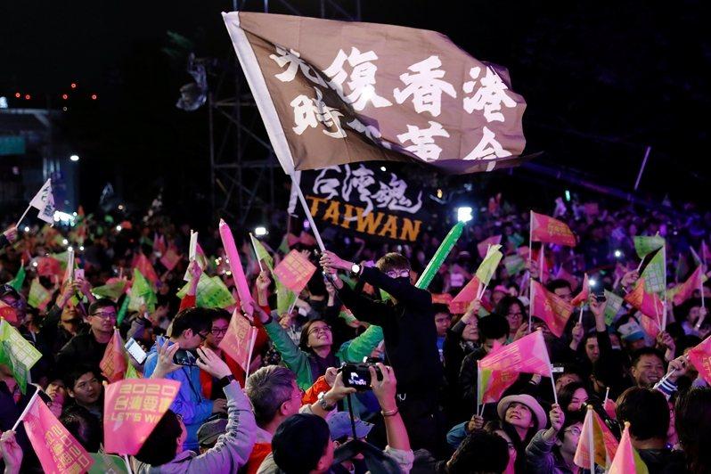 在本次研究中,香港抗爭的跨國效應,顯然影響了台灣選民的投票行為。 圖/路透社