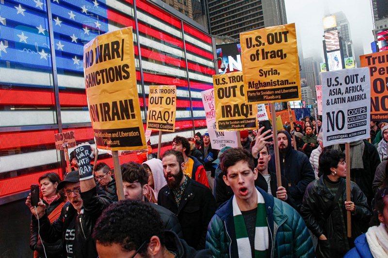 美國反戰聯盟於1月4日,在全美70多個城市組織抗議活動。 圖/法新社