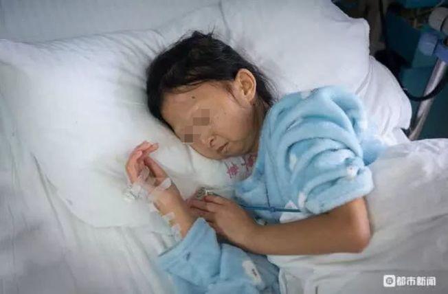 吳花燕為救弟弟,節約到了極點,長期的營養不良,招來了病魔,去年9月入院治療,因病...