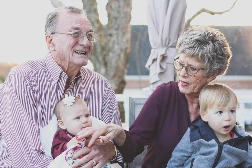 家庭是文化的縮影,世代關係對於生活有著強大的影響。在理想的情況下,老年人從家庭及...