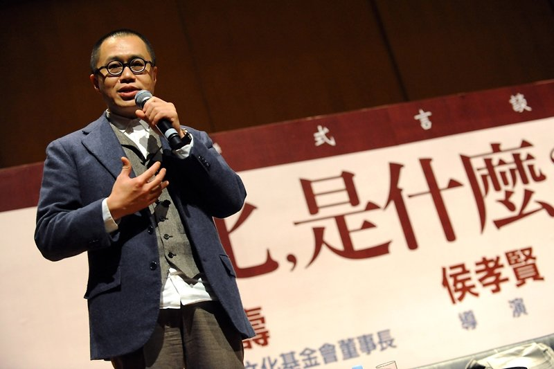 2019年歲末,梁文道在香港《蘋果日報》的長年專欄中發表文章表示辭筆。 圖/新華社