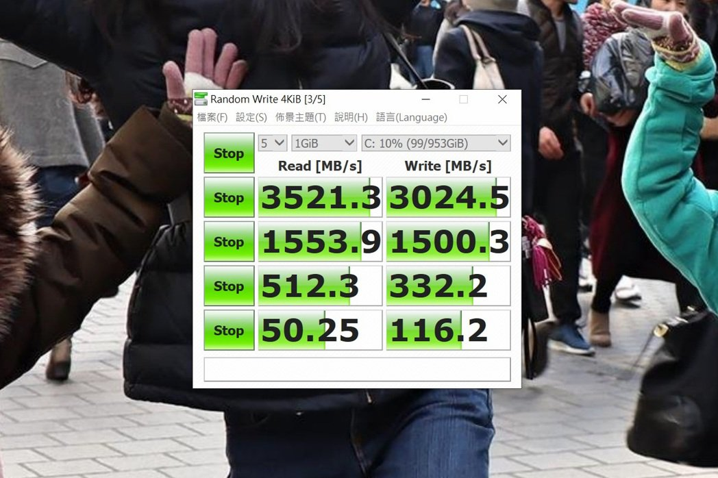 1TB M.2 PCIE SSD跑分不俗,為高規表現。 彭子豪/攝影
