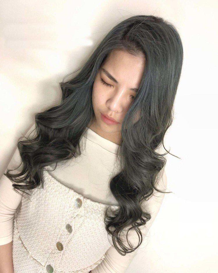 髮型創作/Funstory / Liang Yaya,圖/StyleMap美配提...