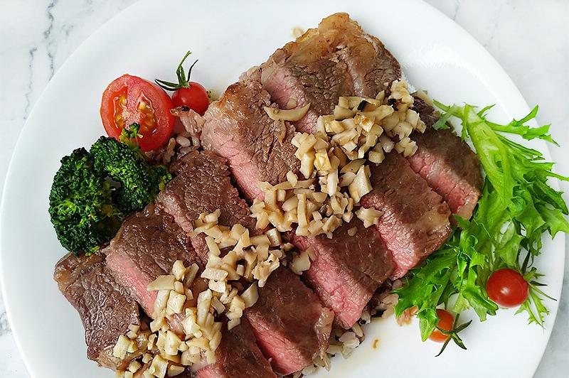 【食譜】和風柚香牛排。用柚子醬讓牛排清爽不膩