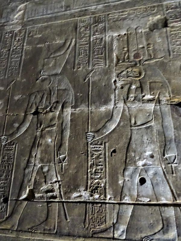 荷魯斯與公羊首人身的造物之神庫努牡(Khnum)