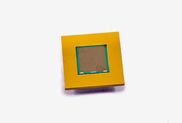 圖四 : 愛美科基於矽的微流體散熱片影像。