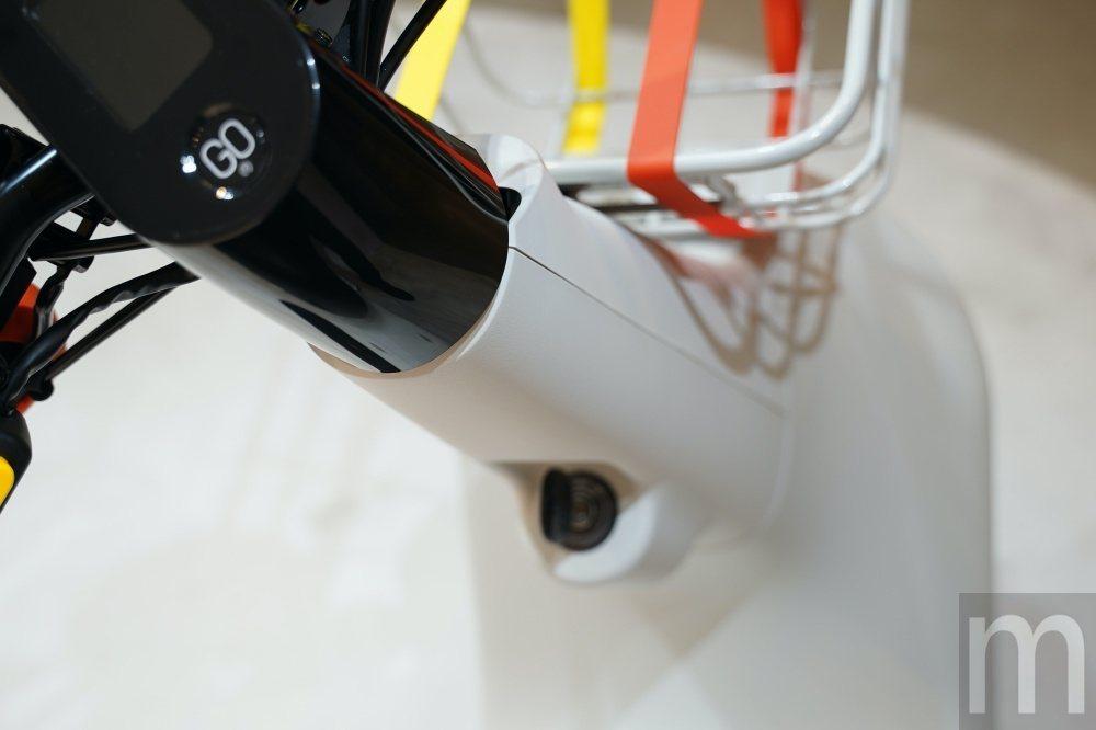 由於改為機械鎖,相比先前推出的Gogoro VIVA鎖採用電磁鎖可以減少突出部分...