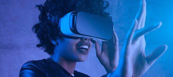 圖三 : 就應用來說,除了電競、醫療研究和教學領域外,虛擬實境這項技術的實用性將...